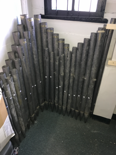 Metalen pijpen klaar voor restauratie